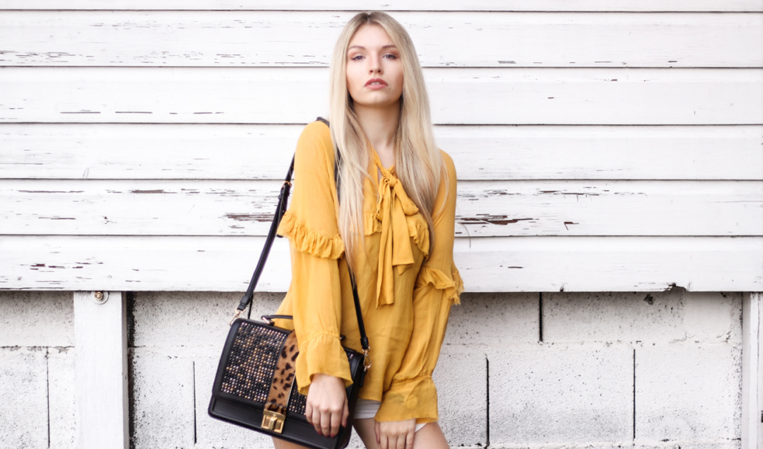Franziska-Elea-deutsche-Blogger-Modeblog-Fashionblog-München-Zara-Outfit-Style-Look-kombinieren-Bluse-Schleife-ootd-gelb-Oberteil-Tasche-MCM