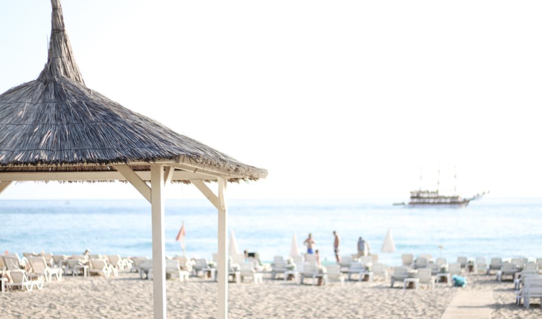 franziska-elea-deutsche-blogger-modeblog-fashionblog-muenchen-urlaub-2016-sommer-pool-strand-beach-sandstrand-kleopatra-beach-alanya-strandbett