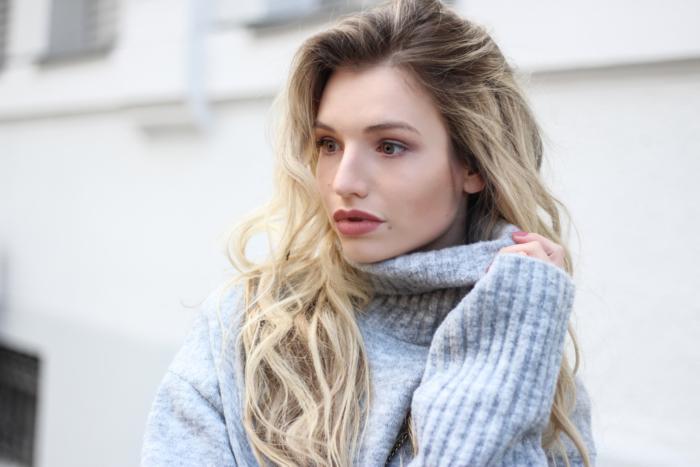 franziska-elea-blogger-aus-muenchen-about-you-overknee-stiefel-oversize-pullover-overknees-kombinieren-winterstiefel-fall-outfit-rollkragenpulli-rollkragen