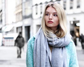 franziska-elea-blogger-aus-muenchen-fashionblogger-das-nervt-an-bloggern-klatsch-aus-der-bloggerwelt-konkurrenz-unter-bloggern-mantel-zara-tuerkis-winterjacke-wintermantel