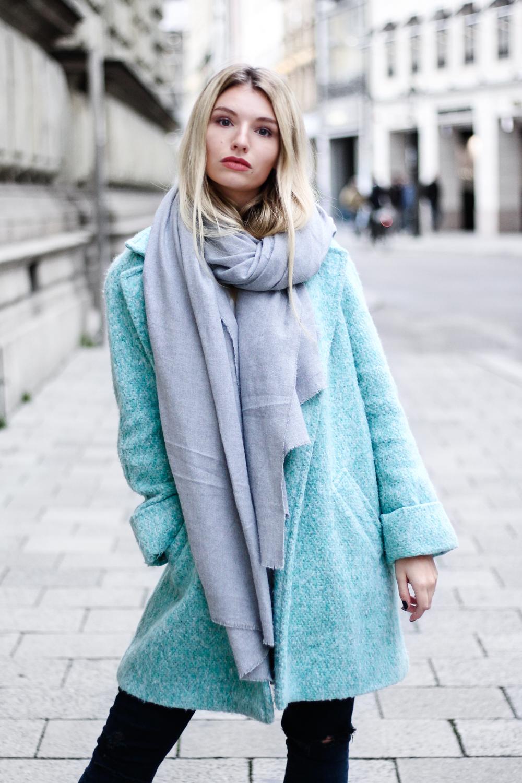 franziska-elea-blogger-aus-muenchen-fashionblogger-das-nervt-an-bloggern-klatsch-und-tratsch-aus-der-bloggerwelt-ellenbogengesellschaft-konkurrenz-unter-bloggern-tuerkis-wintermantel