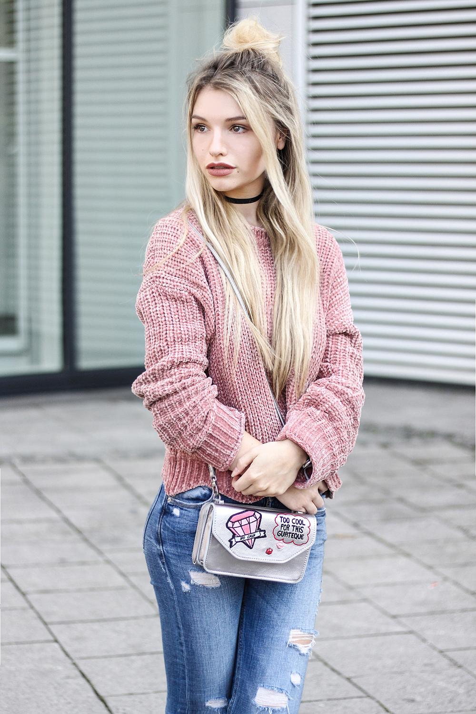franziska-elea-samt-pullover-von-zara-rosa-velvet-knitwear-samtpullover-fashionblog-aus-muenchen-modeblogger-ootd-streetstyle-strickpulli-herbst