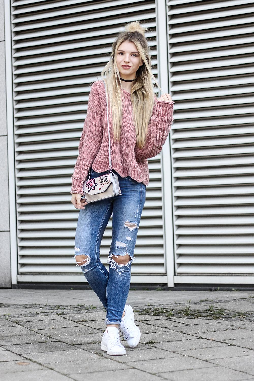 franziska-elea-samt-pullover-von-zara-rosa-velvet-pulli-tasche-metallic-mit-patches-fashionblog-aus-muenchen-zerrissene-jeans-blogger-streetstyle