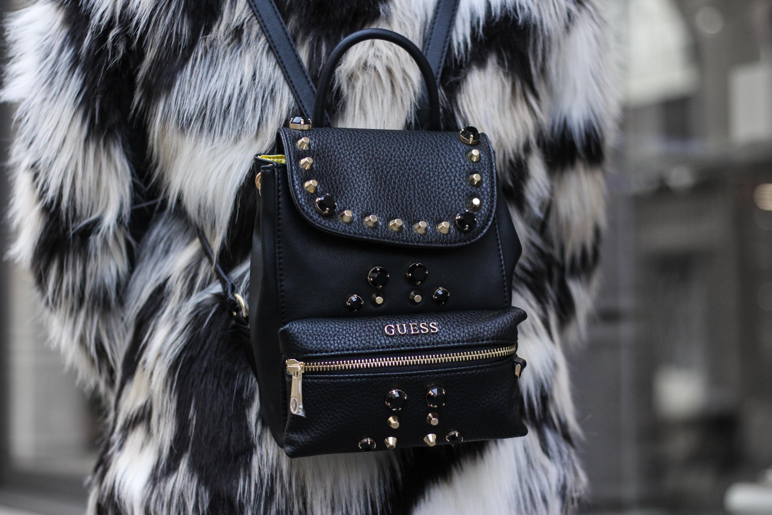 franziska-elea-blogger-aus-muenchen-fake-fur-jacke-netzstrumpfhose-overknee-stiefel-guess-lederrucksack-minirucksack-handtasche-backpack-nieten