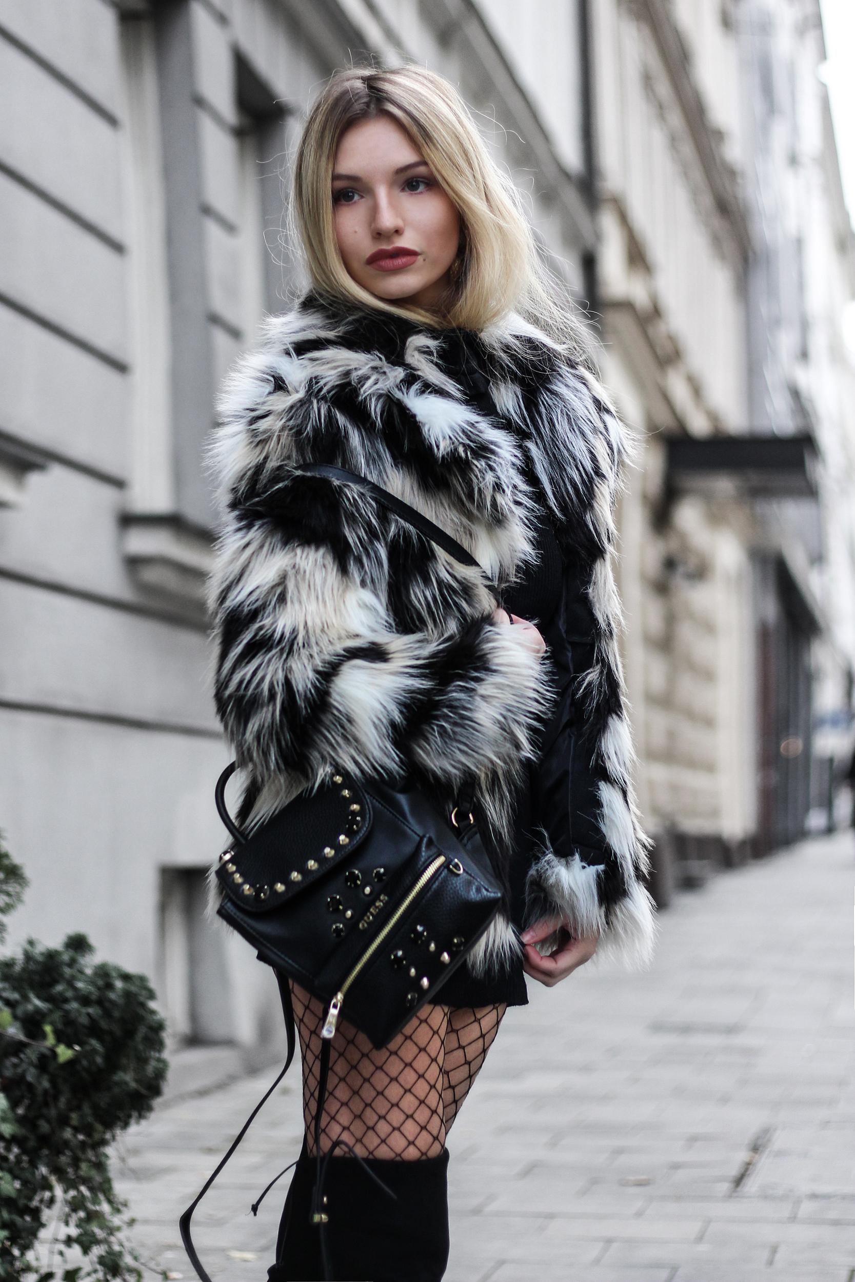 franziska-elea-blogger-aus-muenchen-fake-fur-jacke-netzstrumpfhose-overknee-stiefel-guess-rucksack-felljacke-jacke-aus-kunstfell-modeblogger