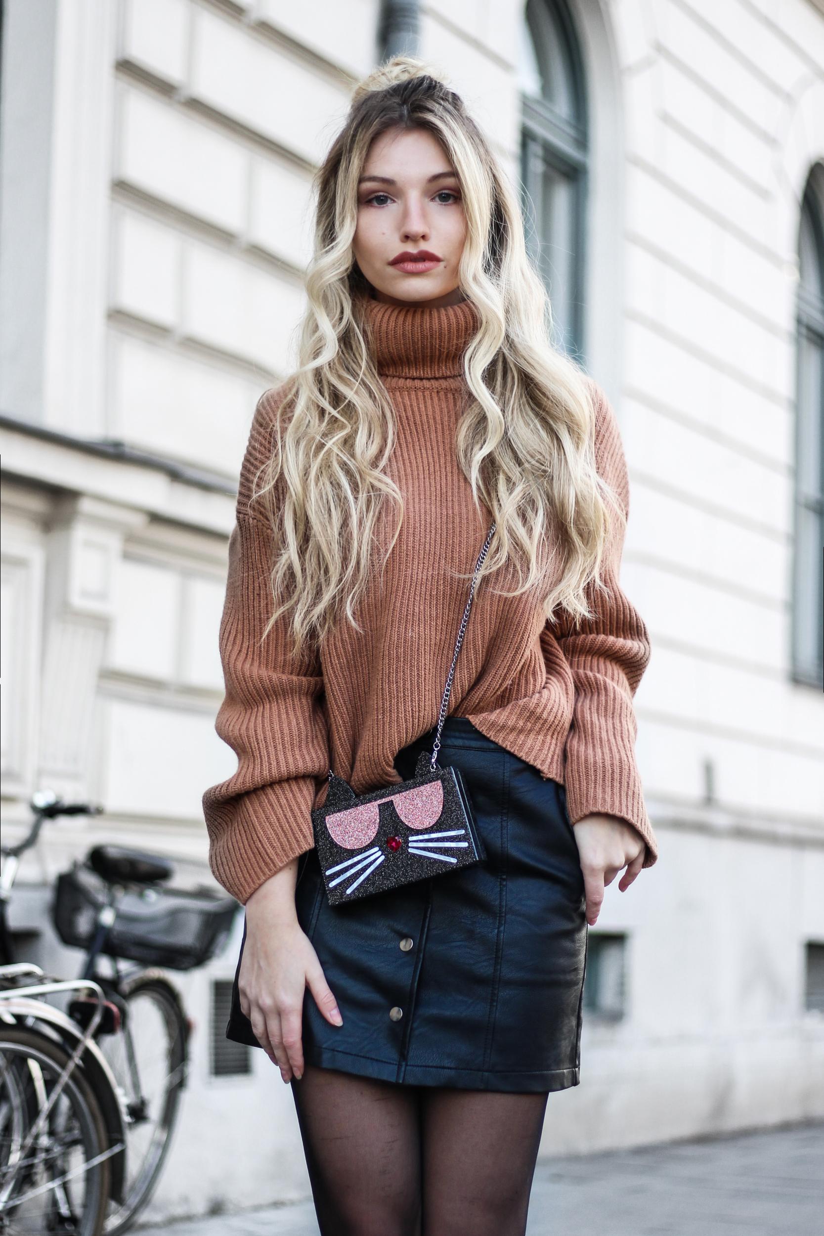 franziska-elea-blogger-aus-muenchen-fashionblog-mini-rock-herbst-outfit-fashionblogger-lederrock-rollkragen-pullover-chloe-lookalike-boots-nieten-lederboots