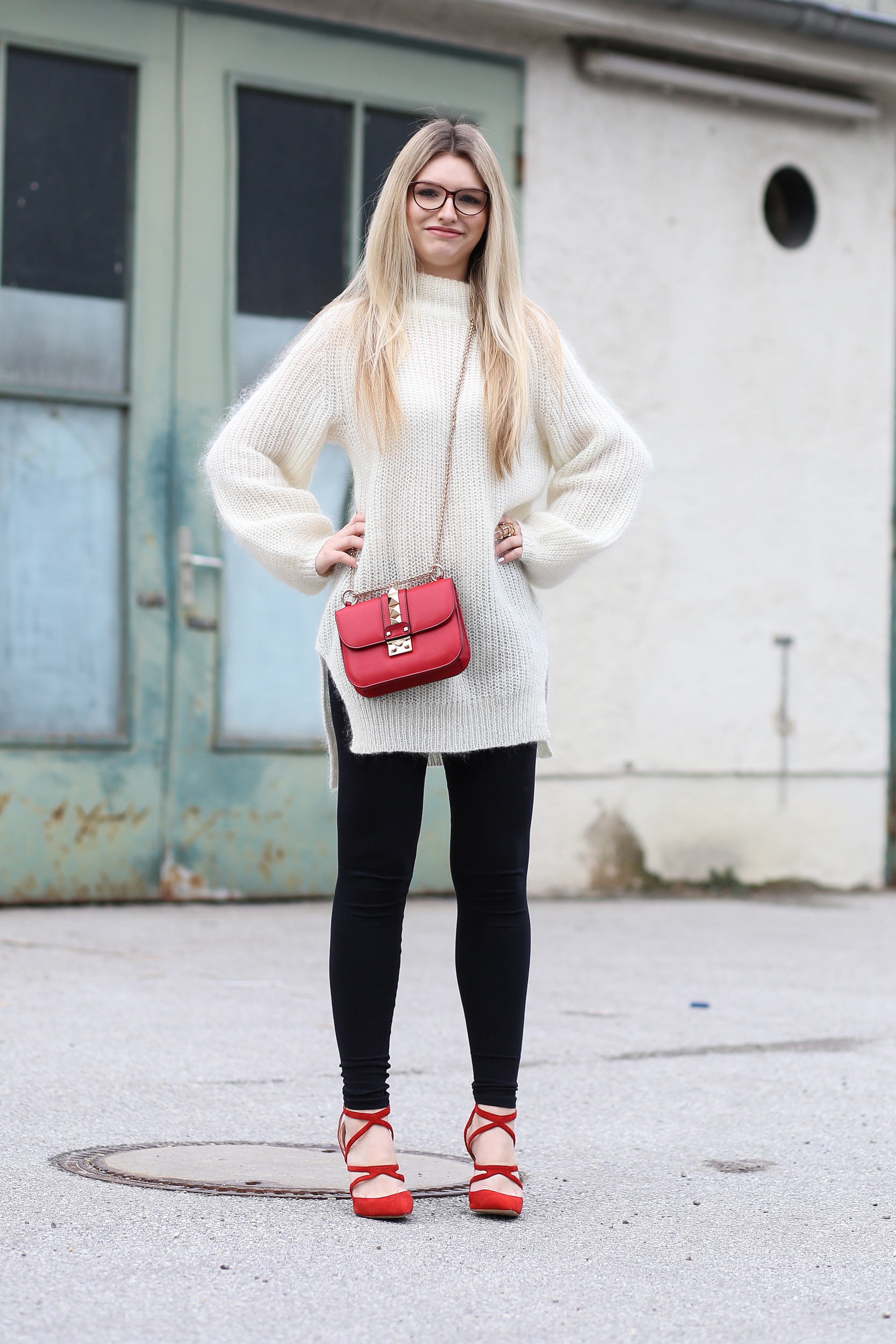 franziska-elea-blogger-aus-muenchen-fashionblog-mode-blog-outfit-oversize-pullover-edited-valentino-rockstud-umhaengetasche-doppelkinn-witzig