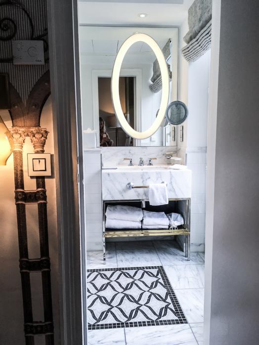 franziska-elea-blogger-aus-muenchen-hilton-hotel-paris-hilton-resorts-paris-opera-hotel-4-sterne-luxushotel-hotels-bad-aus-marmor-schoenes-badezimmer