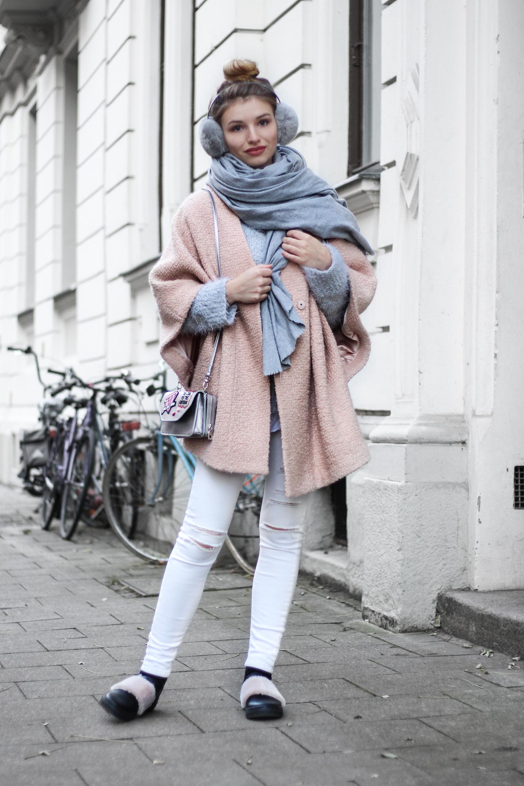 franziska-elea-blogger-aus-muenchen-fashionblog-rosa-mantel-pastell-puderfarben-herbst-winter-trend-2016-fw-16-17-xxl-schal-outfit-fellschuhe